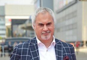 Валерий Меладзе с юмором поздравил россиян с днем арбуза
