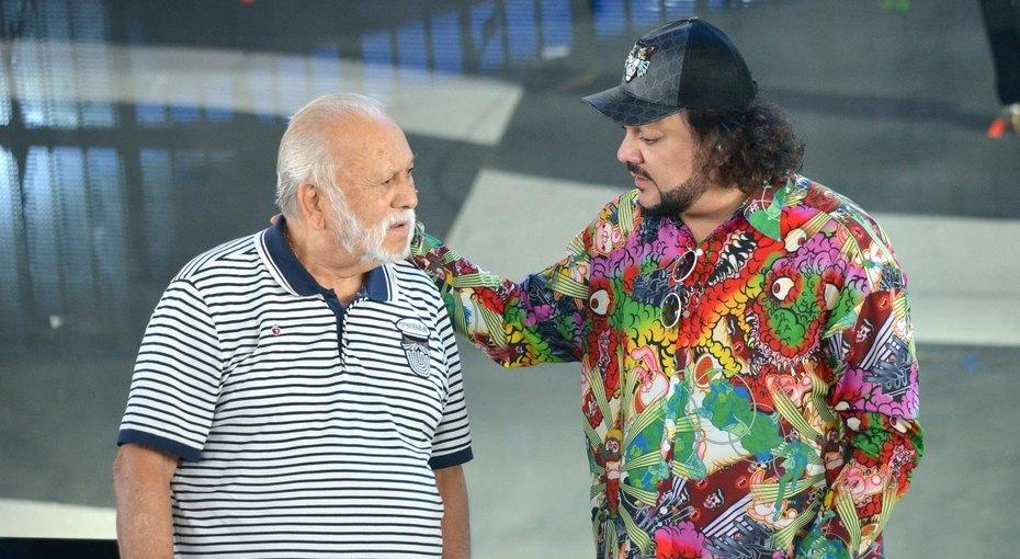 Филипп Киркоров показал молодого отца навидео