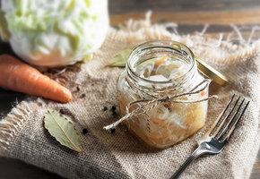 Время квасить: 5 невероятно вкусных рецептов квашеной капусты