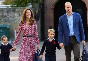 Герцоги Кембриджские поделились семейными фото