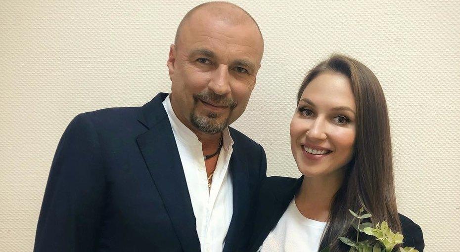 «Она единственная»: Александр Жулин показал редкие фото со свадьбы