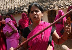 25 женщин, изменивших мир за 25 лет: Сампат Пал Деви и её банда розовых сари