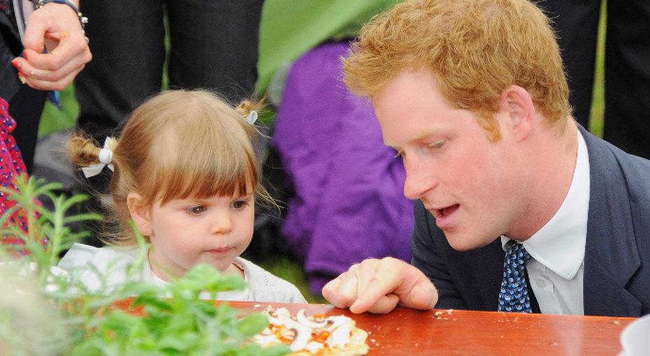 Британцы прочат принцу Гарри статус «лучшего папы насвете»