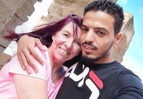 62-летняя британка вышла замуж за 26-летнего тунисца, написав ему по ошибке в Facebook