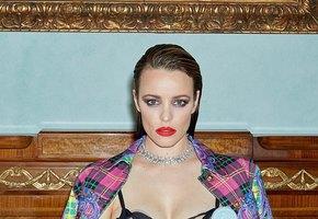Смелое фото с молокоотсосом на груди выложила канадская актриса Рэйчел Макадамс