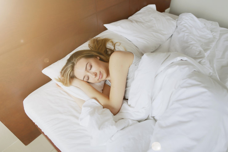 Почему нельзя спать ногами кдвери?