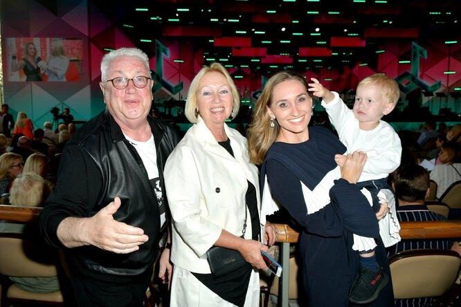 Анастасия Винокур с родителями и сыном