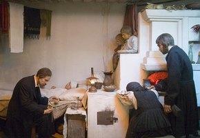 Зачем в русской деревне манили ребёнка на сахарок и много ли баб рожало в борозде