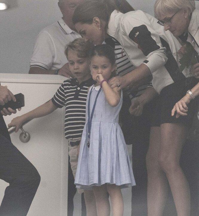 Кейт Мидллтон с сыном и дочерью