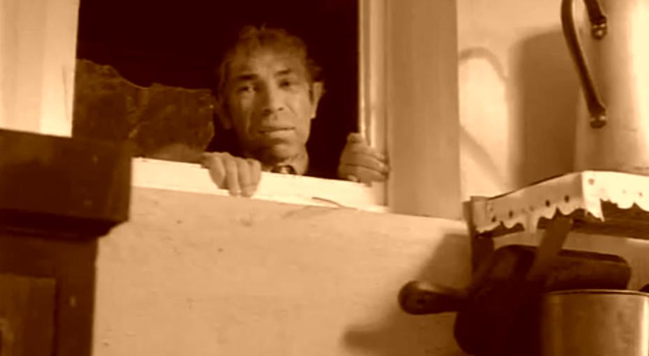 Зачем встарых домах делали окно между ванной икухней