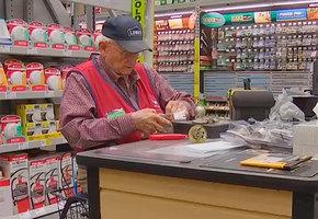 «Я планировал умереть в 80 лет». 91-летний ветеран Второй мировой войны сделал карьеру в строительном магазине