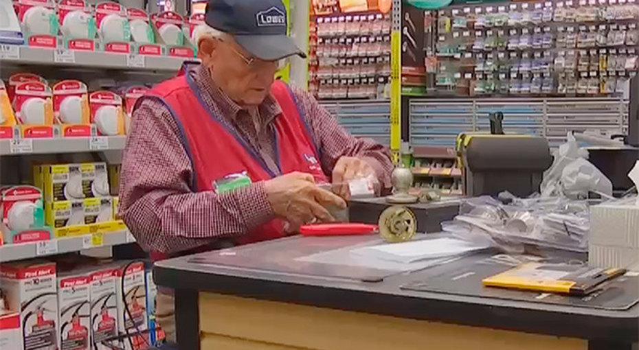 «Я планировал умереть в80 лет». 91-летний ветеран Второй мировой войны сделал карьеру встроительном магазине