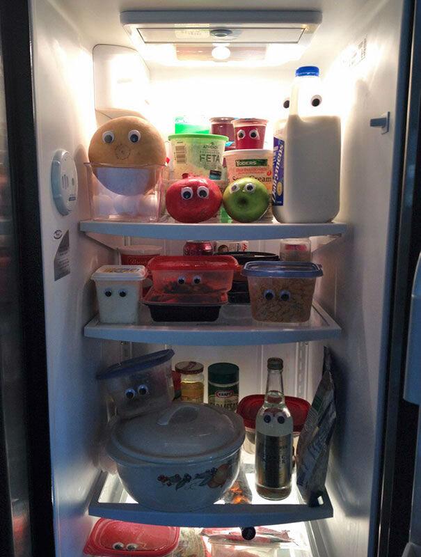 Я поздно пришла домой и полезла в холодильник