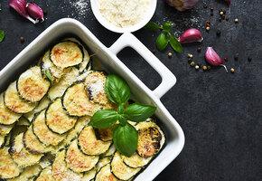Ужин в духовке: рецепты двух пирогов и запеканки с сезонными овощами