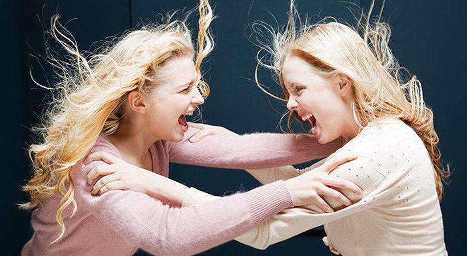 Где зарождается ненависть: почему женщины терпеть немогут друг друга