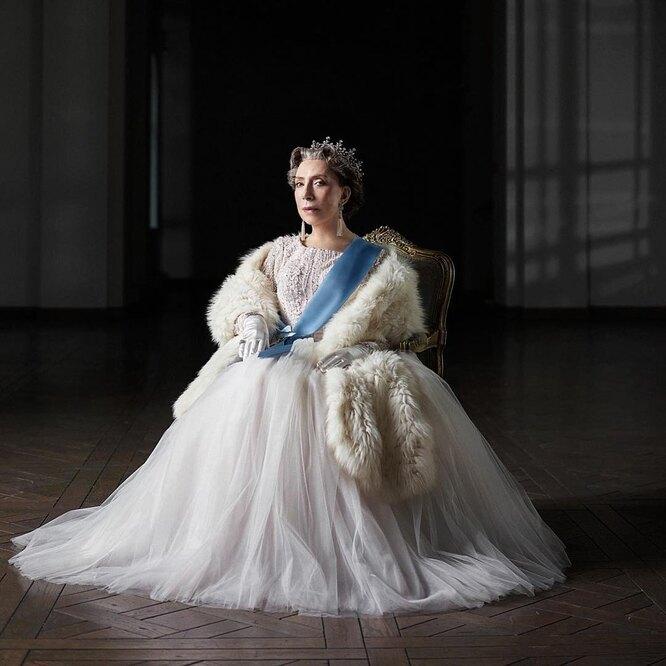 Инна Чурикова в роли королевы Великобритании