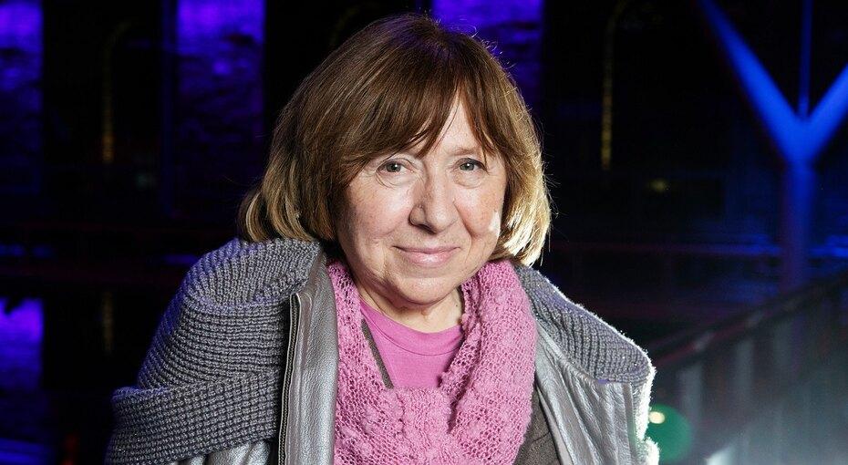 «Белорусские мальчики немогут так бить своих мам исестёр»: Светлана Алексиевич призвала Александра Лукашенко уйти вотставку