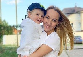 «В роддом ходим по очереди»: Галина Боб выложила фото с беременной сестрой