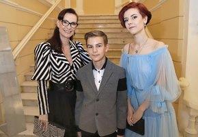 «Сын подвпечатлением»: Нонна Гришаева с13-летним Ильей посетили музей старинных автомобилей