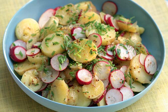 Салат с редисом и молодым картофелем
