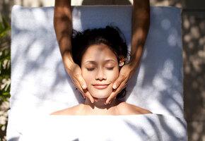 Дома в ванной: 5 видов массажа для лица, которые реально помогут помолодеть