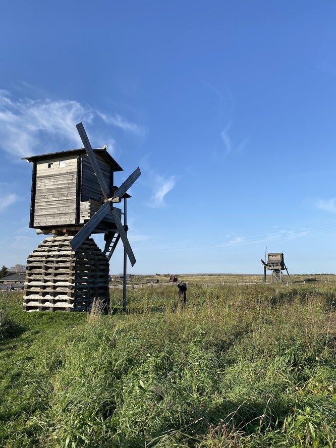 Старинные мельницы в деревне Кижма
