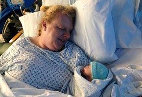 Пятидесятилетняя женщина стала матерью после шестнадцати лет неудачных попыток