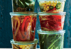 Замаринуйте это: быстрые и простые рецепты овощных и ягодных салатов