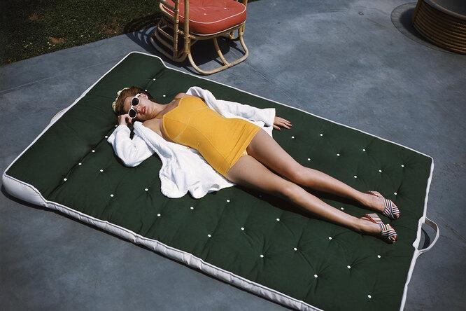 Рита Хейворт, фотография в купальнике