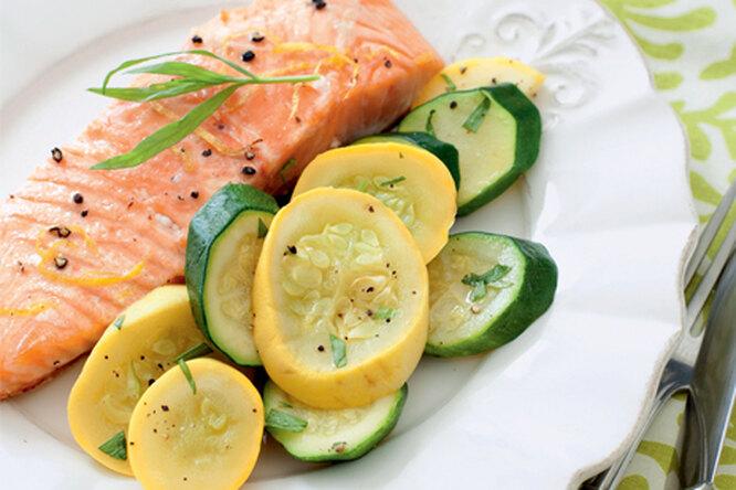 Запеченный лосось с кабачками