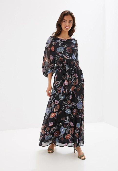 девушка в длинном платье с цветочным принтом