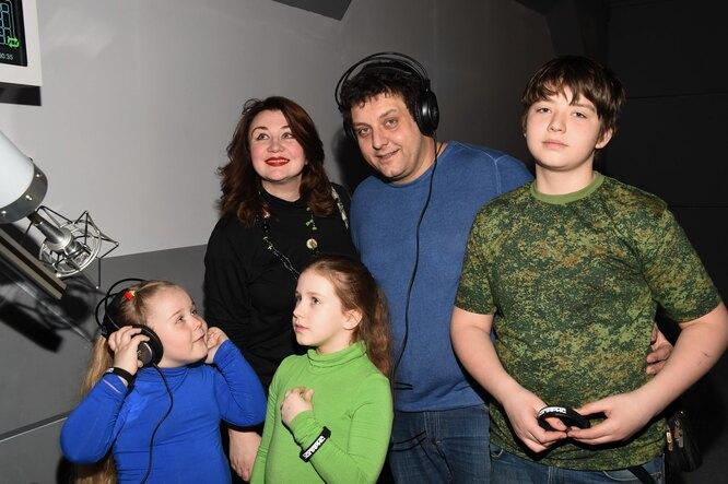 Михаил Полицеймако с женой и старшими детьми