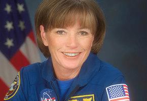 Первая мама в космосе. Как оставить ребенка на Земле и что делать с месячными
