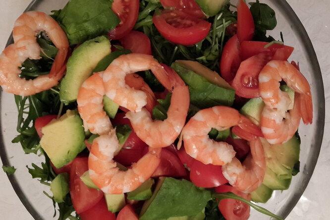 Романтический салат с креветками