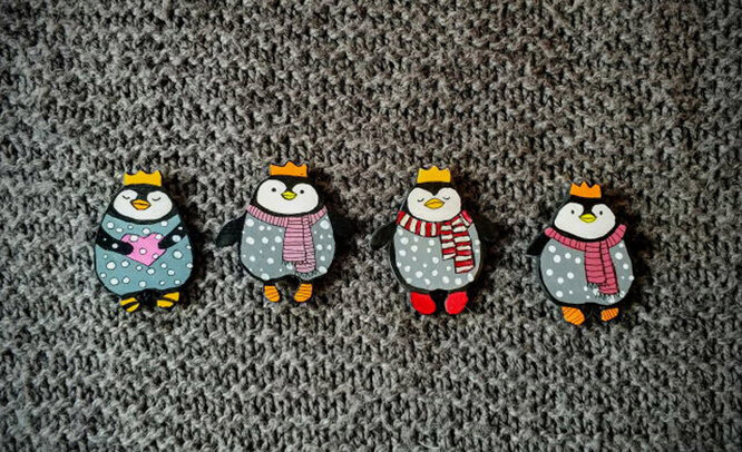 Значок «Пингвин в короне», 500 рублей