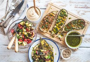 Вегетарианский обед: суп-крем, перец с чечевицей, банановый кекс и еще пара блюд