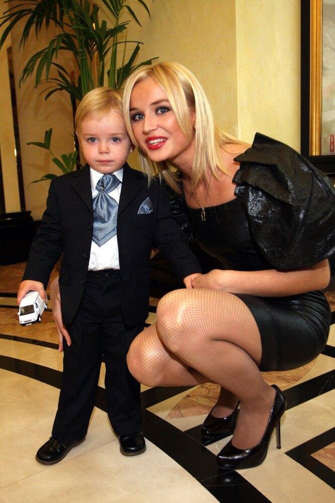 Полина Гагарина с сыном Андреем. 2009 г.