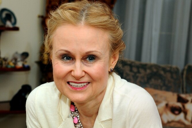 68-летняя Дарья Донцова госпитализирована спневмонией
