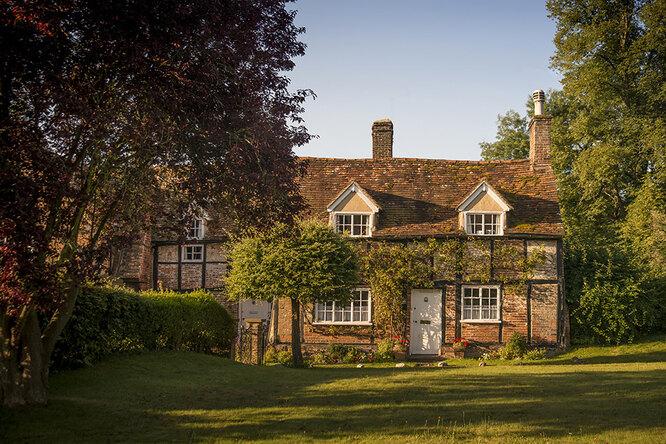 В Англии продается дом стремя спальнями, садом ителом предыдущего хозяина