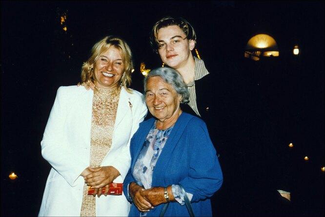 1996 С мамой и бабушкой на приеме аmFAR