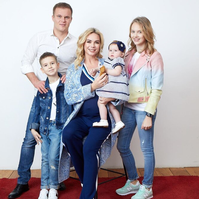 Анастасия Трегубова с мужем и старшим детьми – Елизаветой, Михаилом и Никой