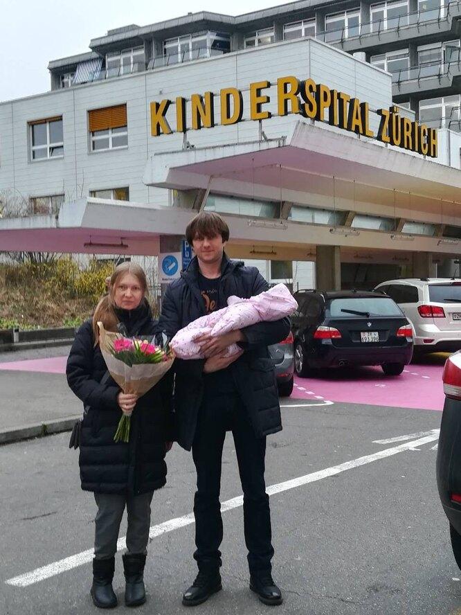 Супруги Макаровы с новорожденной дочерью