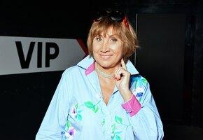 «Кусочек секса»: 65-летняя Лариса Копенкина в купальнике отдохнула на даче