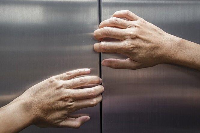 Больше суток враскаленном лифте: итальянка спаслась благодаря вину