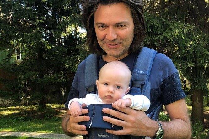 Дмитрий Маликов выложил музыкальное видео с11-месячным сыном