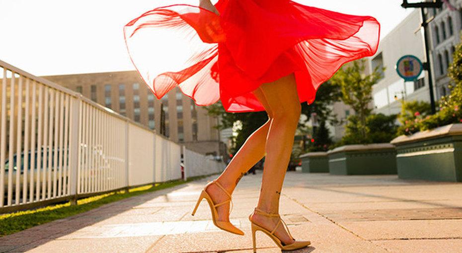 Китаянки фотографируют небритые ноги ивыкладывают вСеть