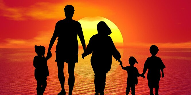 Многодетные мамы смогут выйти на пенсию в 50 лет фото