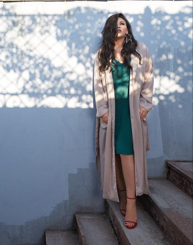 Серьги, Sunlight; одежда и босоножки – собственность героини
