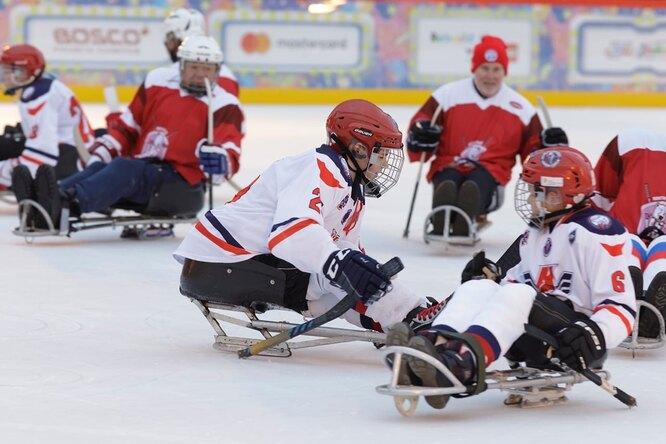 Тренировка следж-хоккейной команды