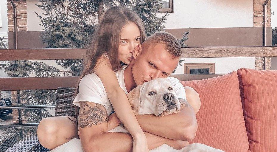 Бывший муж Бузовой футболист Дмитрий Тарасов показал трогательное фото стрехмесячной дочкой идомашним любимцем